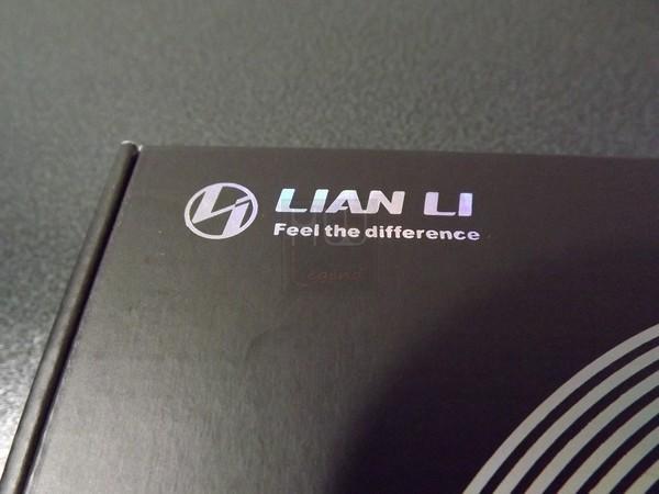 Confezione_e_Bundle_-_Lian_Li_Strimer_24_pin_-_4