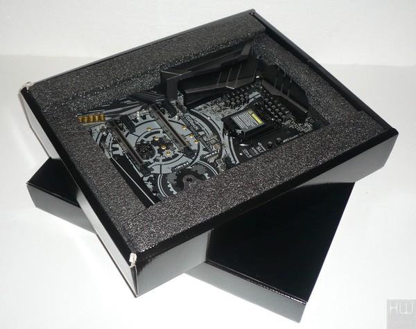 026-asrock-z390-taichi-ultimate-foto-confezione-interno