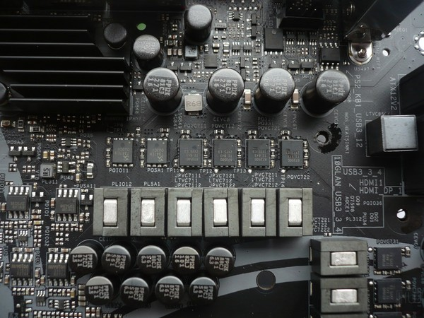 045-asrock-z390-taichi-ultimate-foto-scheda-dettagli-circuiteria-alimentazione