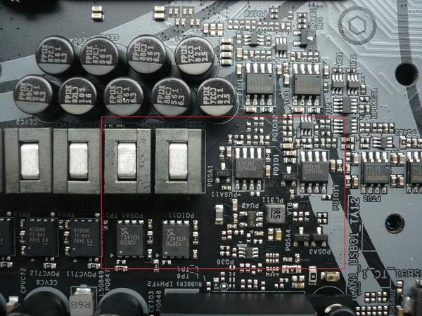 047-asrock-z390-taichi-ultimate-foto-scheda-dettagli-circuiteria-circuito-vccsa-vccio-controller-richtek
