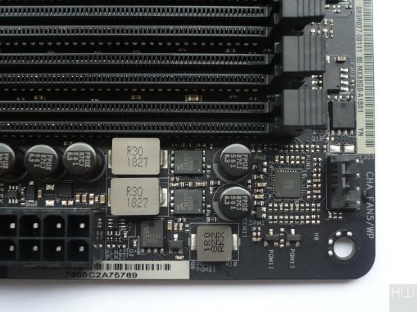053-asrock-z390-taichi-ultimate-foto-scheda-slot-ddr4-dettagli-circuiteria-vccm