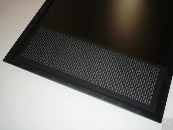 044-thermaltake-view37-riing-edition-foto-case-laterale-destro-dettagli-filtro