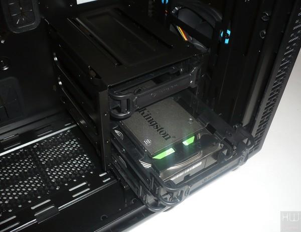 055-thermaltake-view37-riing-edition-foto-case-interno-cestello-unit-disco-anteriore-esempio-installazione